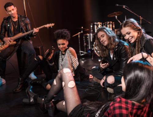 No Dia Mundial do Rock a Cultura Inglesa te dá dicas de bandas para aprender a falar inglês