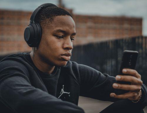 Podcasts para treinar o seu inglês: saiba como utilizar e veja algumas dicas