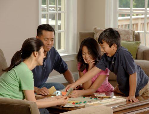 5 jogos de tabuleiro para seu filho treinar inglês